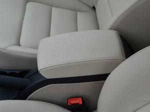 2015款1.6L 手动逸杰版 前排中央扶手