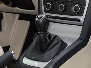 2015款1.6L 手动逸杰版 变速挡杆