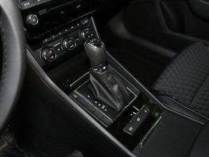 2016款330TSI DSG创行版 变速挡杆