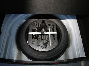 2016款330TSI DSG创行版 备胎