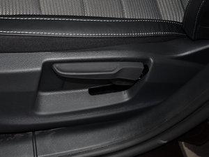 2017款1.6L 手动创行版 座椅调节