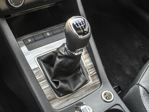 2017款1.6L 手动智行版 变速挡杆