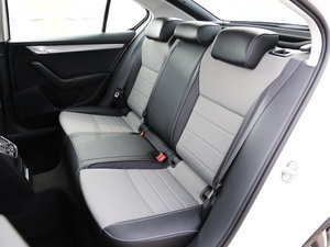 2017款1.6L 手动创行版 后排座椅