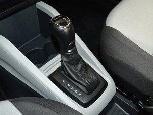 2017款1.4L 自动车享版 变速挡杆