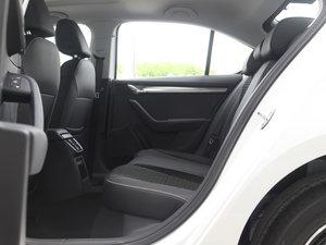 2018款230TSI 自动豪华版 后排空间
