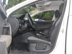 2018款经典款 1.6L 手动舒适版 前排空间