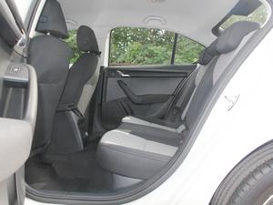 2018款经典款 1.6L 手动舒适版 后排空间