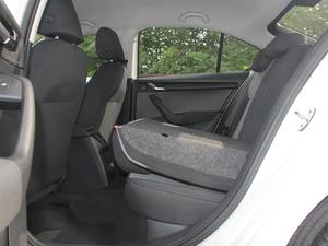 2018款经典款 1.6L 手动舒适版 后排座椅放倒