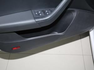 2018款230TSI 自动豪华优享版 车门储物空间