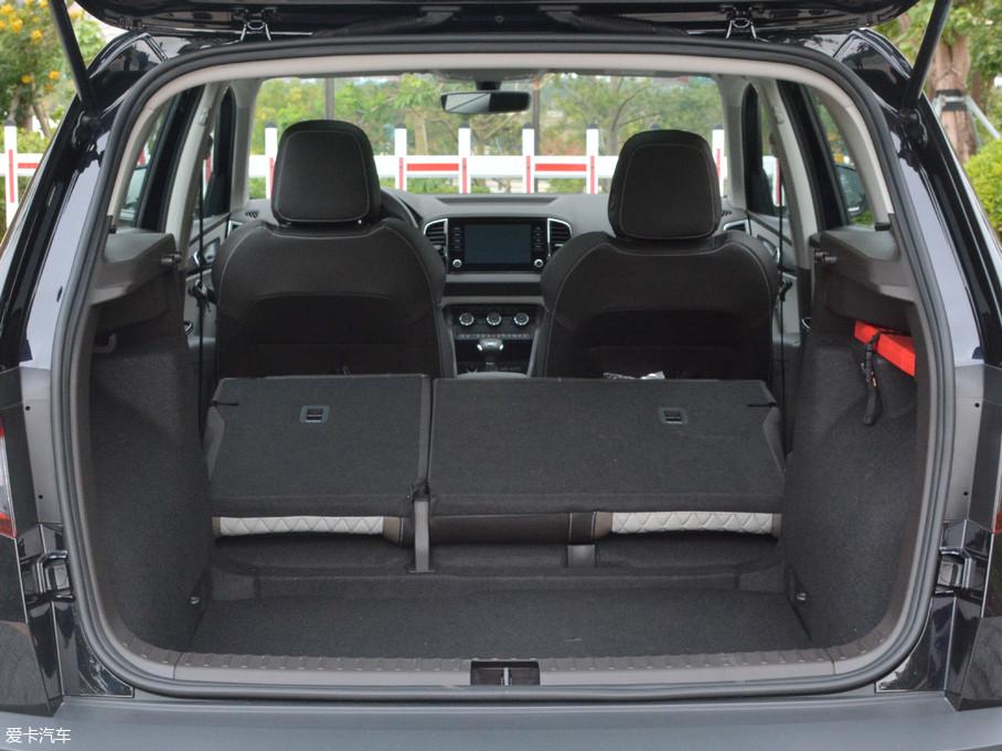 柯珞克的行李厢容积达到了455L,将可4/6比例折叠的后排靠背放倒后,容积更是拓展到了1543L。