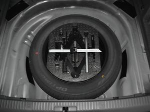 2018款330TSI DSG豪华版 备胎