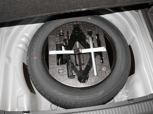 2018款330TSI DSG舒适版 备胎