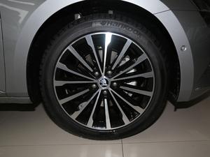 2018款330TSI DSG豪华版 轮胎