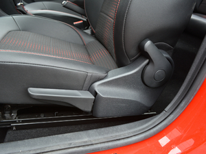 2018款230TSI 自动运动版 座椅调节