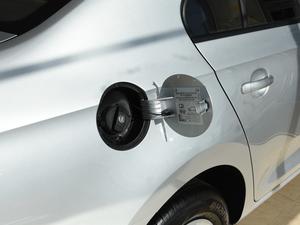 2018款1.4L 手动标准版 油箱盖打开