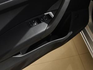 2018款1.4L 手动标准版 车门储物空间