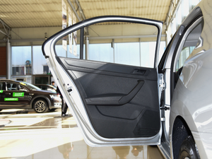 2018款1.4L 手动标准版 后车门