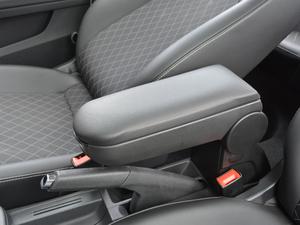 2018款1.6L 自动舒适版 前排中央扶手