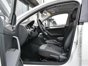 2018款1.6L 自动舒适版 前排空间