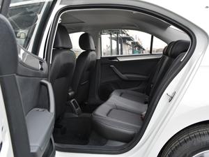2018款1.6L 自动舒适版 后排空间