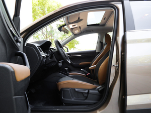 2018款1.5L 自动舒适版 前排空间