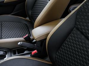 2018款1.5L 自动舒适版 前排中央扶手