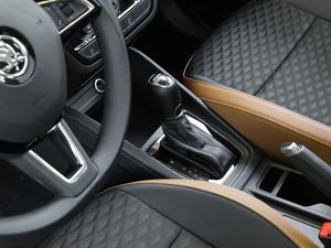 2018款1.5L 自动舒适版 变速挡杆