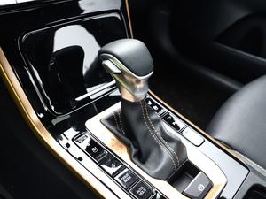 2019款1.5L CVT豪华版 变速挡杆