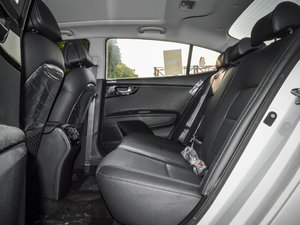 2017款1.6T 自动T-PRM 后排空间