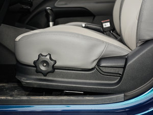 2017款1.4L 自动Deluxe 座椅调节