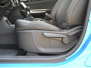 2017款1.6L 手动潮悦型 座椅调节