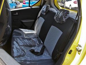 2013款1.0L 手动舒适版 后排座椅