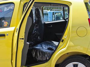 2013款1.0L 手动舒适版 后排空间