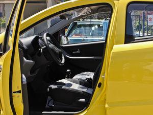 2013款1.0L 手动舒适版 前排空间