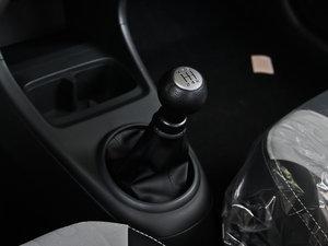 2013款1.0L 手动舒适版 变速挡杆