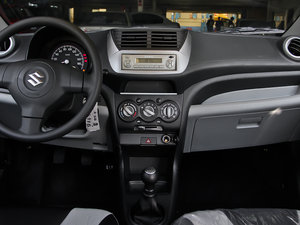 2013款1.0L 手动舒适版 中控台