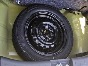 2013款1.0L 手动舒适版 备胎