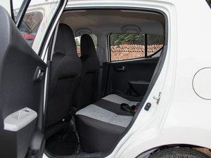 2015款1.0L 自动限定版 后排空间