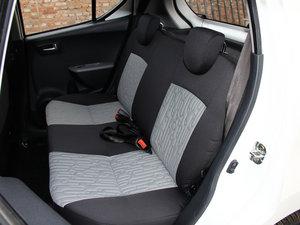 2015款1.0L 自动限定版 后排座椅