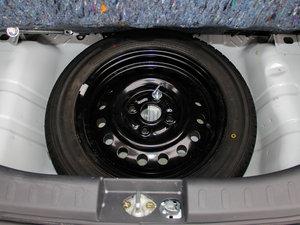 2015款1.0L 自动限定版 备胎