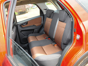 2016款1.6L 自动经典版 后排座椅
