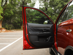 2019款2.4L 四驱致享版7座 驾驶位车门