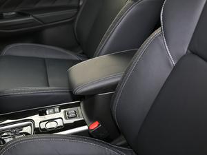 2019款2.4L 两驱致行版 前排中央扶手