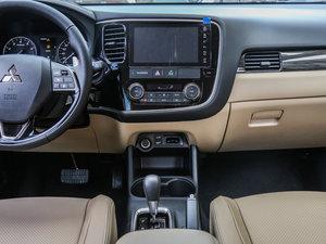 2016款2.4L 四驱7座尊贵版 中控台