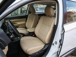 2016款2.4L 四驱7座尊贵版 前排空间
