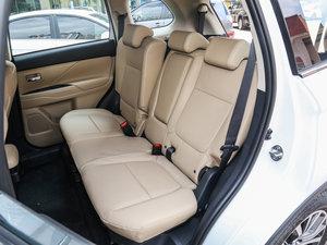 2016款2.4L 四驱7座尊贵版 后排空间