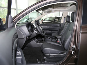 2016款2.4L 四驱7座豪华版 前排空间
