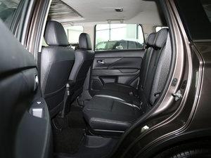 2016款2.4L 四驱7座豪华版 后排空间