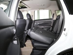2017款2.0L 两驱5座荣耀版 后排座椅放倒