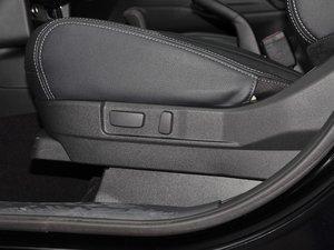 2017款2.0L 两驱5座荣耀版 座椅调节